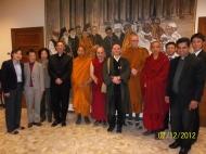 Partecipanti al dialogo Cristiano – Buddhista presso il Pontificio Istituto per il Dialogo Interreligioso.