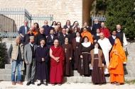 Partecipanti  all'incontro del D.I.M. (Dialogo Interreligioso Monastico) tenutosi nellì ottobre 2013 all'Eremo di Fonte Avellana.